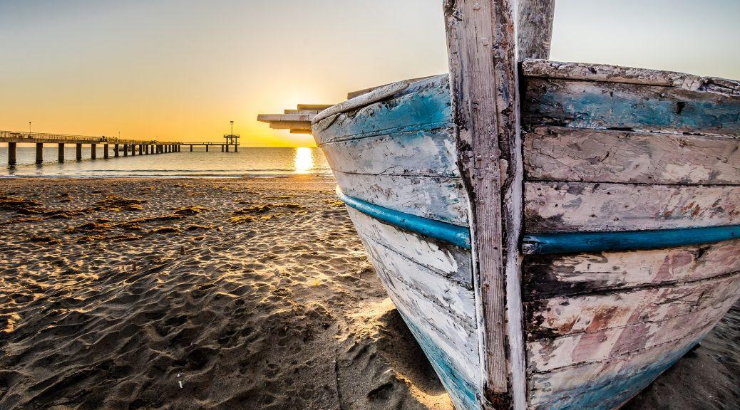 łódź na wybrzeżu