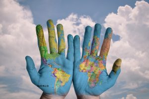 mapa na dłoniach